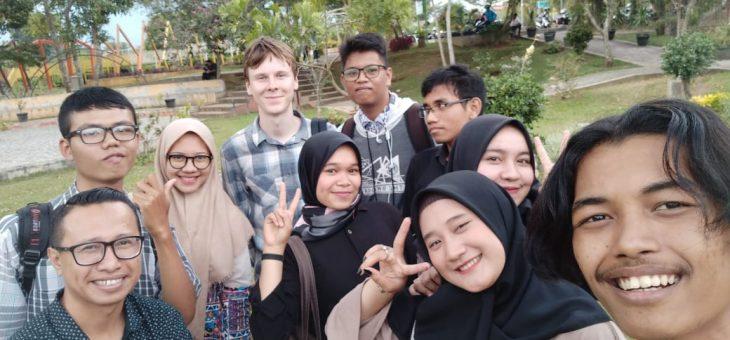 Mahasiswa STBA HAS Melakukan Outdoor Class